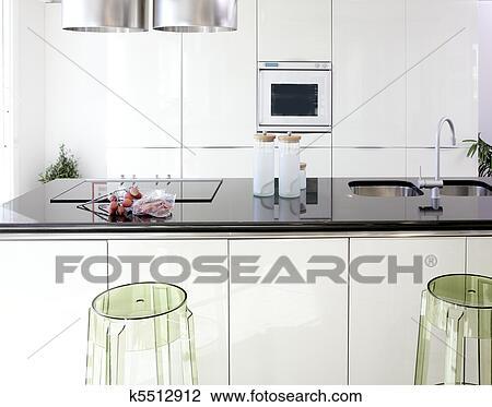 Stock foto hippe witte keuken schoonmaken interieurdesign