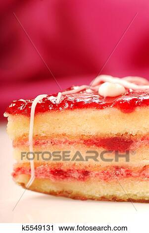 Stock Fotografie Gelb Kuchen Mit Erdbeer Glasur Petifore
