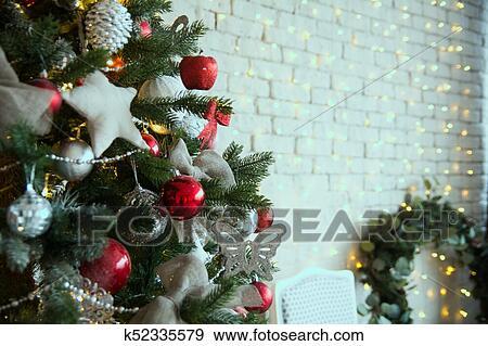 Weihnachtsbaum Rot.Weihnachtsbaum Mit Rot Kugeln Und Self Made Sternen Stock Foto