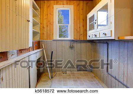 Stock Foto Vorratsraum Oder Kueche Wandschrank Mit Regale In