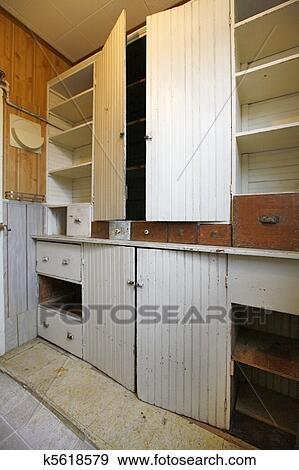 Stock Fotograf Vorratsraum Oder Kueche Wandschrank Mit Regale