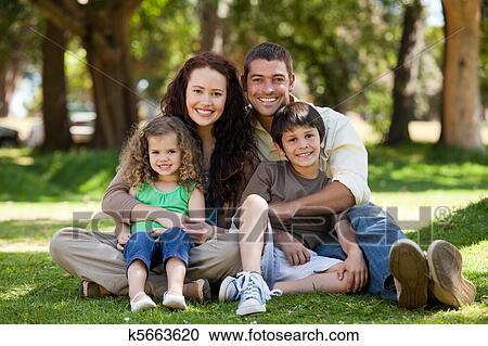 Arkivfotografi - glad familie 0dde9799458b6