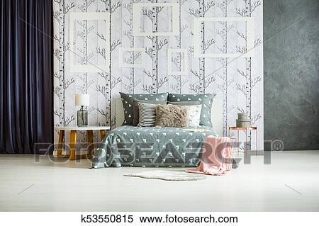 King-size, lit, dans, monochromatique, chambre à coucher Banques de ...