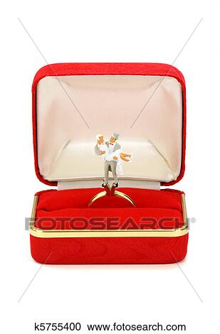 Miniature Married Couple In Red Ring Box Stock Photography K5755400
