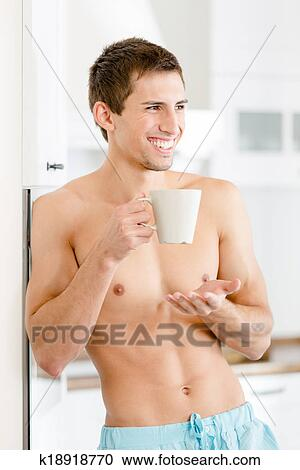Halb-nackt, hübscher mann, mit, tasse kaffee, an, kueche Stock Bild