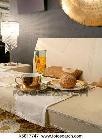 Beeld - aziaat, hippe, slaapkamer, ontbijtje, luxe, tafel k5817747 ...