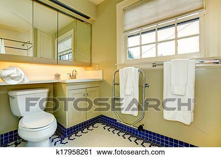 Gele Vloertegels Badkamer : Kleine gele badkamer van juvet hotel diamant grens mosterd gele