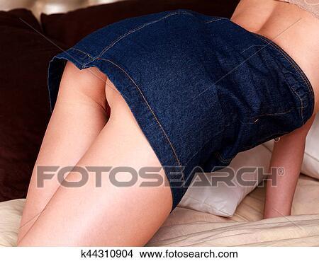 Frauen in kurzen röcken