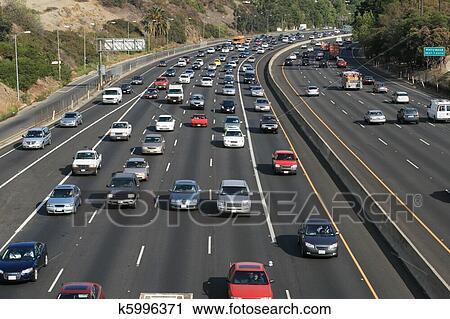https://fscomps.fotosearch.com/compc/CSP/CSP599/traffico-su-il-hollywood-101-archivio-fotografico__k5996371.jpg