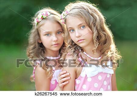 Zwei Heiße Girls Und Ein Glückspilz