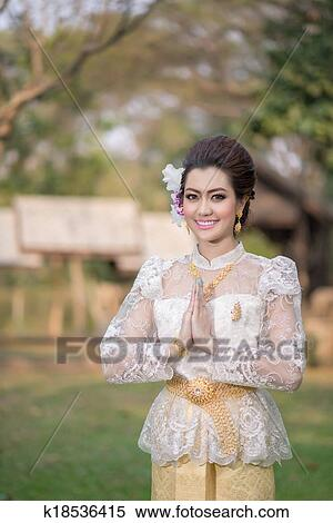 760413ed7 Beautiful Thai girl in Thai traditional costume Stock Photography ...