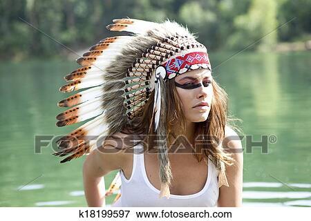 Foto Mujer En Disfraz De Indio Americano K18199597 Buscar - Disfraz-india-americana
