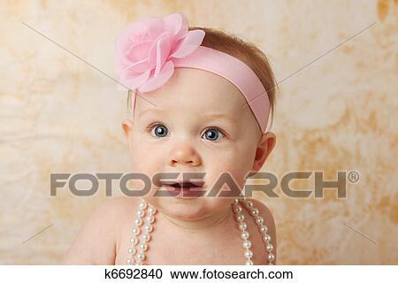 Stock fotografie mooie baby meisje k zoek stockfoto s