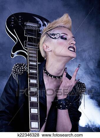 Mode Rocker Stil Modell Madchen Portrait Hairstyle Punker Frau Aufmachung Frisur Und Schwarz Nails Rauchig Augenpaar Bilder