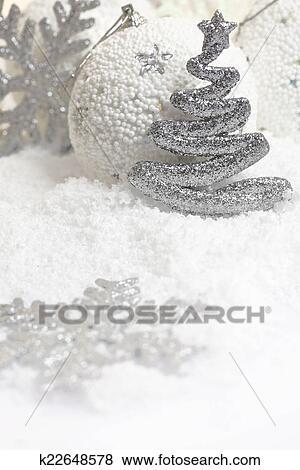 Christbaumkugeln Weiß.Christbaumkugeln Weiß Verschneit Hintergrund Stock Foto