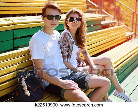 datazione di un ragazzo con gli occhiali Norske incontri nettsider