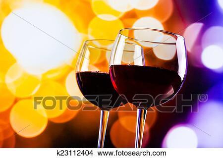 Lichte Rode Wijn : Stock foto twee rode wijn bril tegen kleurrijke bokeh