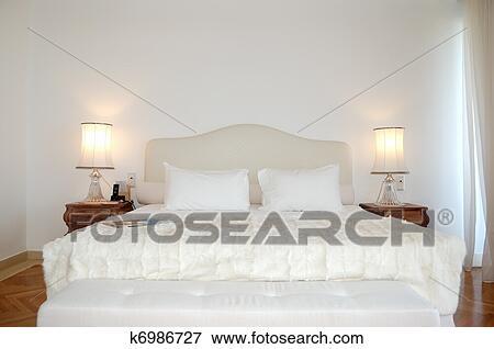 Les Chambre à Coucher Dans Luxe Appartement De Moderne Hôtel Crète Grèce Banque De Photo