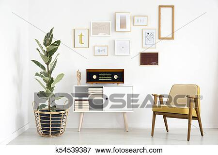 Kleurrijke Witte Woonkamer : Beeld radio in grootmoederstijd woonkamer k54539387 zoek