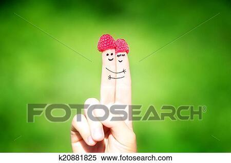 Stock Bild Glucklich Liebenden Von Finger Mit Himbeeren Und