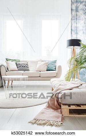 Archivio Fotografico - divano, in, luminoso, soggiorno k53025142 ...
