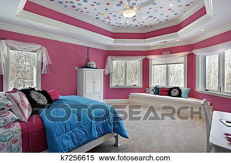 Girl\'s bedroom with pink walls Stock Photography