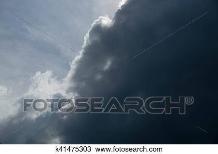 Nube De Lluvia Oscuridad Movimiento En Ocaso Luz Plano De