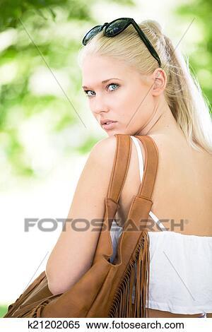 blonde-teen-girl-blonde-teen-romantic-the-nude
