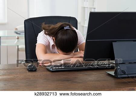 Banque de photo femme affaires dormir bureau k