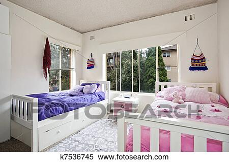 https://fscomps.fotosearch.com/compc/CSP/CSP753/hippe-slaapkamer-stock-afbeelding__k7536745.jpg