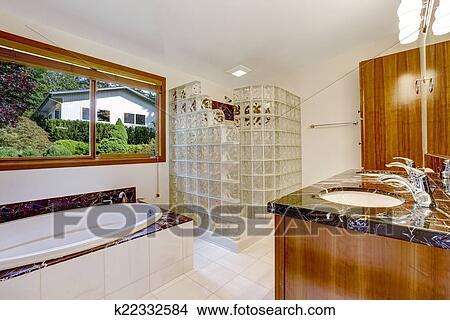 Stock Foto - badkamer, met, glas blok, screened, douche k22332584 ...