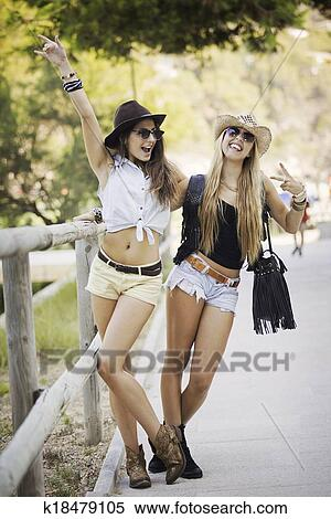 best cheap 894f7 b7d53 Summer, mode, junge frauen Stock Fotografie