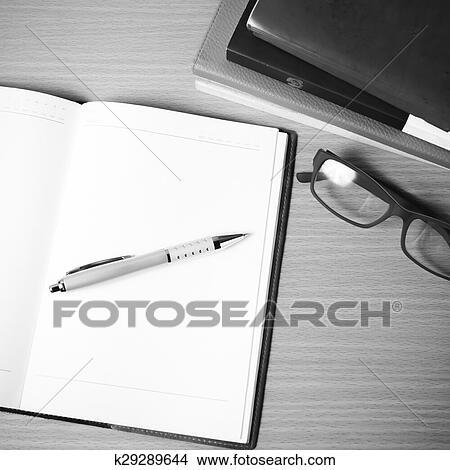 Ouvert Cahier A Pile De Livre Noir Blanc Tonalite Couleur Style Image