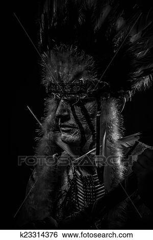 Banque D Images Indigene Indien Amerique Chef A Grand Plume