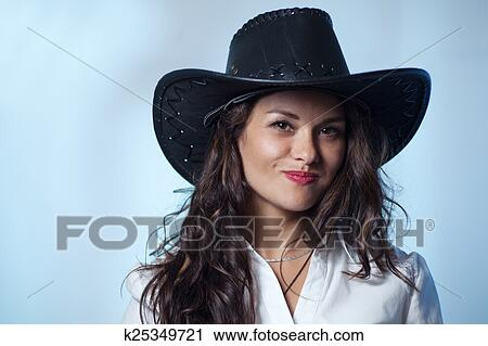 5da6696d2e Mujer sonriente