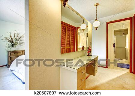 Beeld slaapkamer met badmeubel en spiegel k20507897 zoek