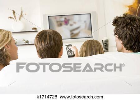 Immagini - famiglia, in, soggiorno, con, telecomando, e, televisione ...