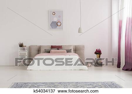 Slaapkamer Lamp Roze : Beeld witte lamp boven bed k54034137 zoek stock fotografie