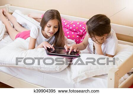 2f99c8e894 Banco de Fotografías - dos niñas