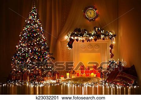 Luci Albero Natale.Albero Natale Caminetto Luci Decorato Natale Soggiorno Archivio Immagini