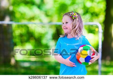 Foto Ninos Jugar Futbol Aire Libre K28606137 Buscar Fotos E