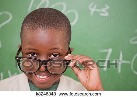 Foto - sorrindo, aluno, olhar, seu, óculos. Fotosearch - Busca de Imagens Fotográficas, Impressões e Fotos Clip Art