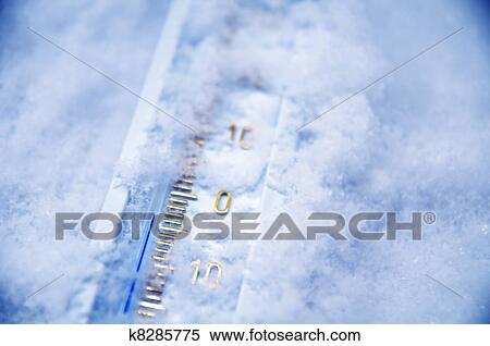 Sotto Zero Su Termometro Archivio Fotografico K8285775 Fotosearch Uso correcto de termómetros infrarrojos para medir temperatura. fotosearch