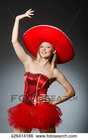 5922bd032 Žena, wearing, sombrero, klobúk, do, smiešny, pojem Stock Fotografia ...