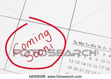 Coming Soon Calendario.Primer Plano De Un Calendario Con Coming Soon Texto En Rojo Coleccion De Foto
