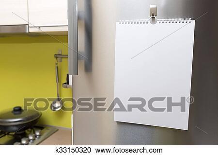 Kühlschrank Befestigung Tür : Stock fotografie leer papier blatt hängen kühlschrank tür