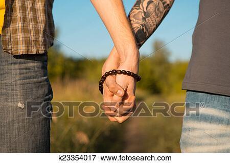 Foto - imagem, de, dois homens, segurar passa, em, homossexual, casório. Fotosearch - Busca de Imagens Fotográficas, Impressões, e Fotos Clipart