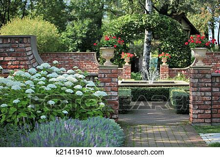 Underbar Engelskor trädgård, med, a, fontän Stockbild | k21419410 | Fotosearch HN-22