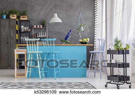 Archivio fotografico sgabelli blu cucina isola k53296109