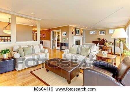 Groß, luxus, wohnzimmer, mit, beige, walls. Stock Fotograf